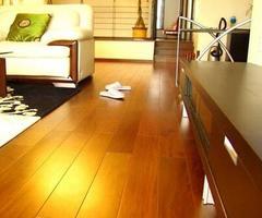 客厅铺木地板还是铺瓷砖呢?